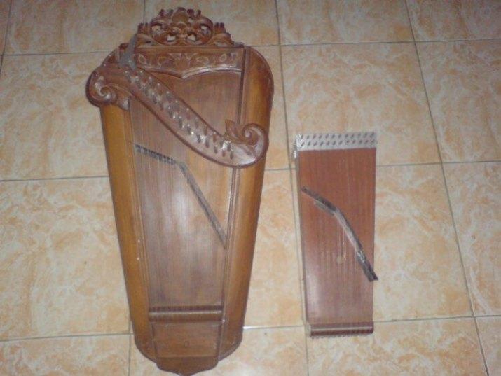 alat musik harmonis