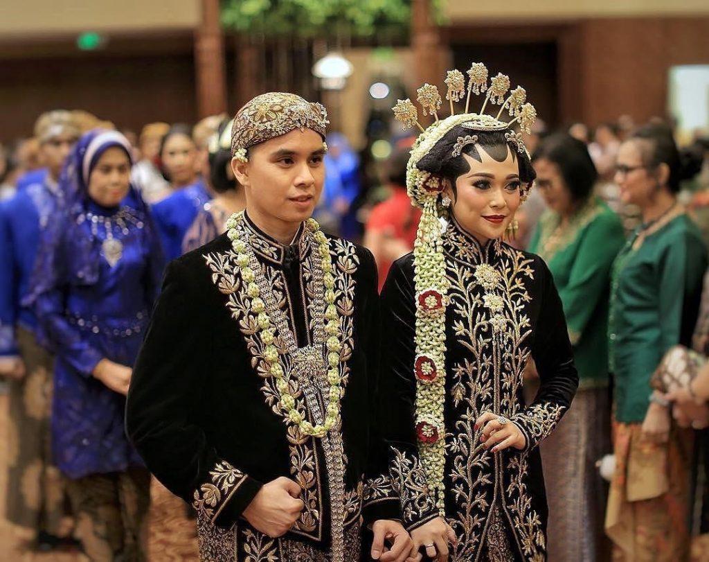 Pakaian Adat Tradisional Jawa Tengah