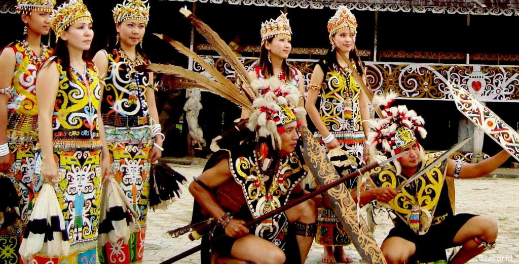 Pakaian Adat Tradisional Kalimantan Barat