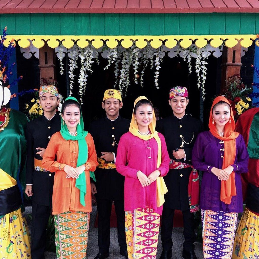 Pakaian Adat Indonesia Bagian Timur