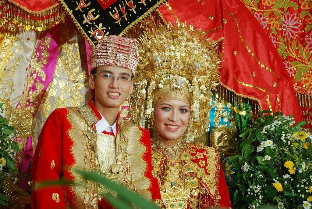 Pakaian Adat Tradisional Sumatera Utara