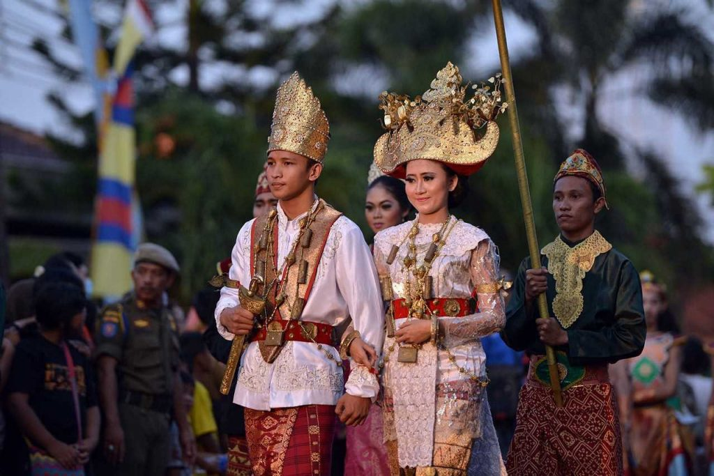 Pakaian Adat Tradisonal Pronvinsi Lampung