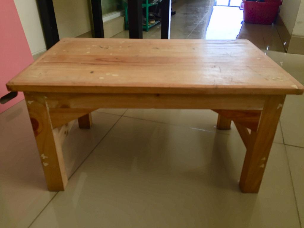 Alat untuk membatik meja kayu